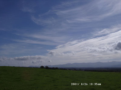 Retreating frontal edge: View from Gaerwen looking towards E Snowdonia Mountains at 0935 GMT on 26 August 2001. Photo © D Perkins